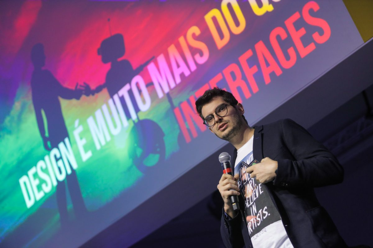 Diogo Cortiz apresentando na Web.br